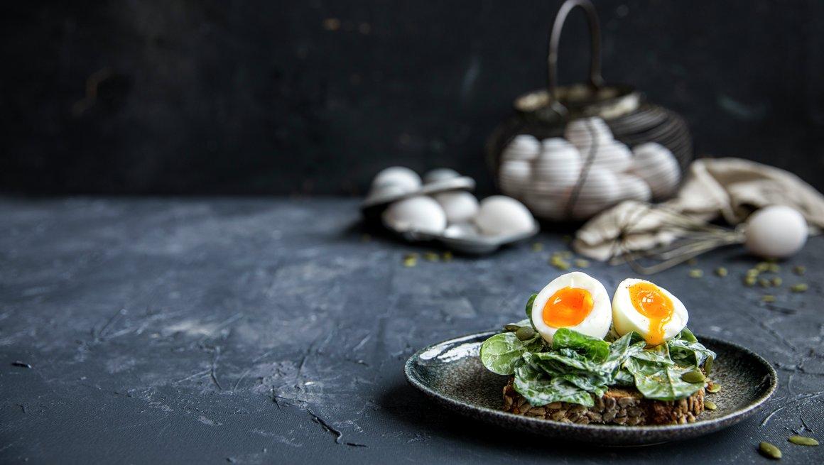 Kokt egg på spinatkrem, toppbilde kampanjeside fra egg til sunne hverdager