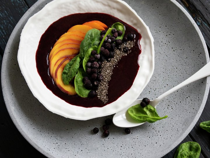 Smoothiebowl med blåbær og fersken