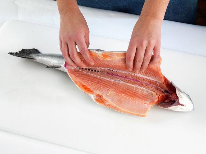 Slik renser og fileterer du fisk 13