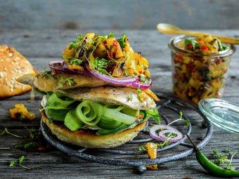 Kyllingburger med grillet ananas