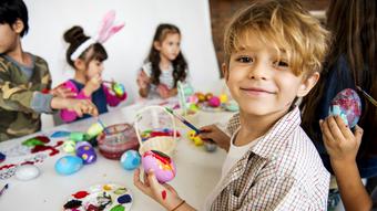 Maling av egg med barn