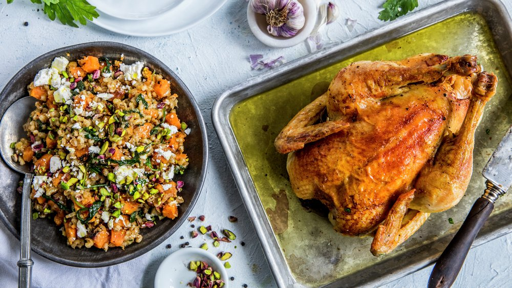 Helstekt kylling med byggrynssalat