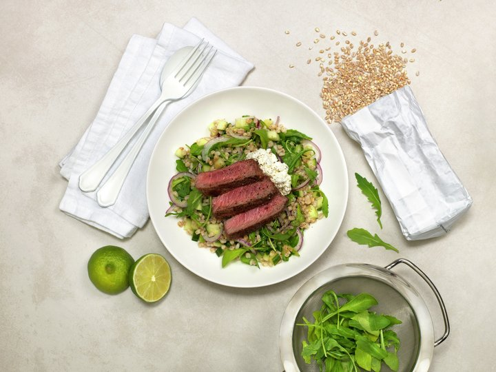 Biffsalat med korn og sesamolje
