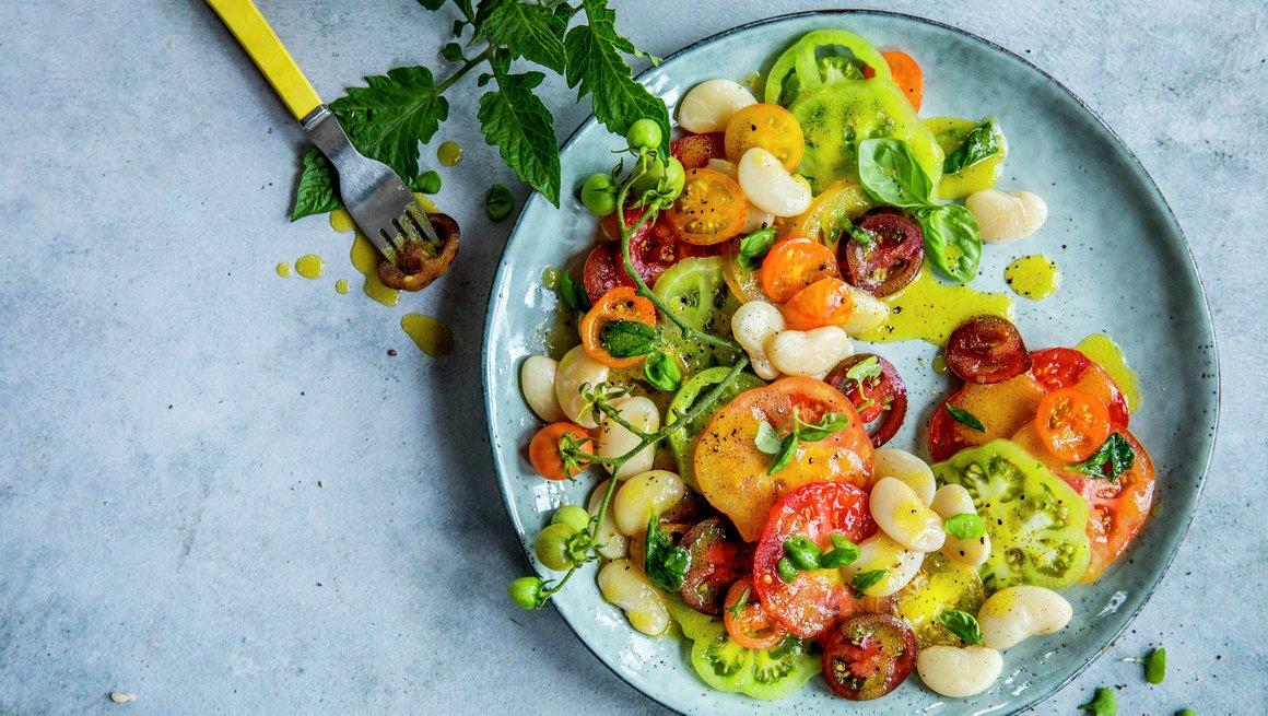 Tomat- og bønnesalat med honningvinaigrette