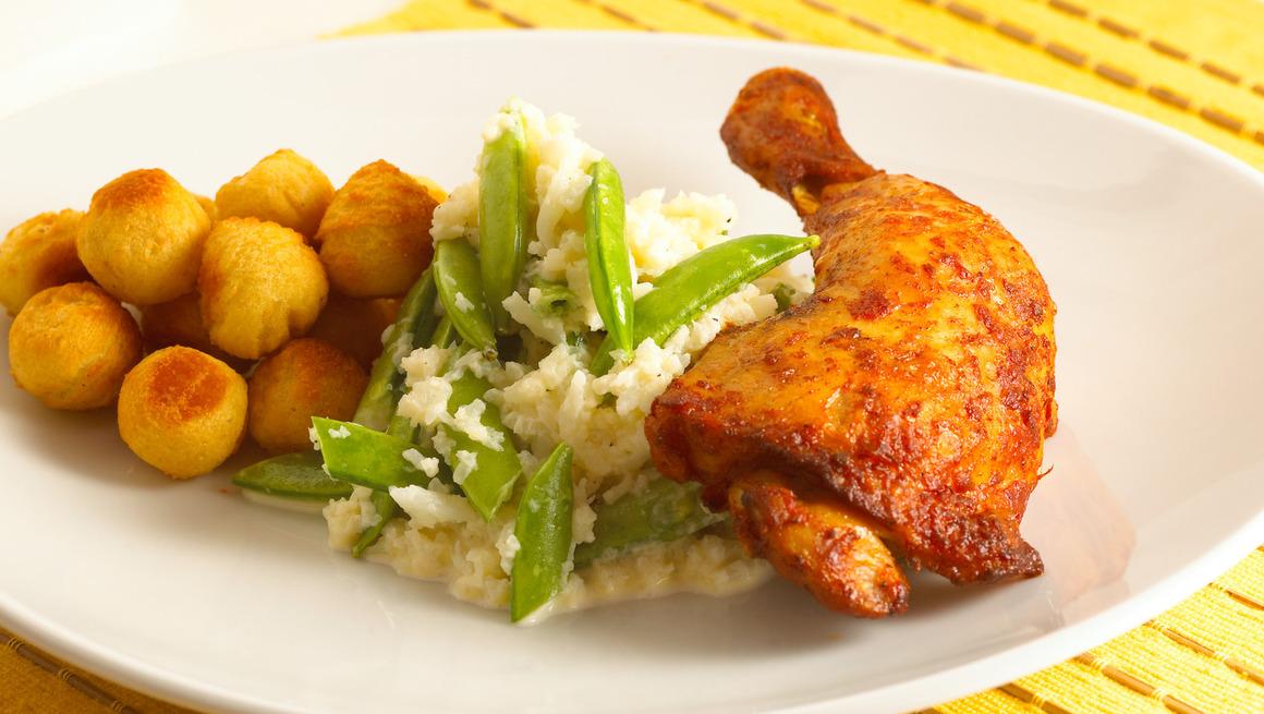 Kyllinglar-med-blomkalstappe-og-sukkererter-4147-20