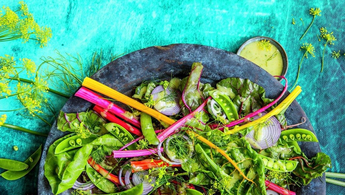 Mangoldsalat med sennepsdressing