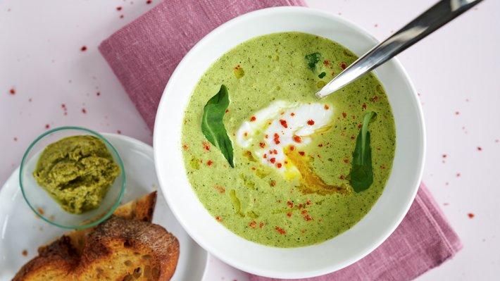 Purre- og brokkolisuppe med egg