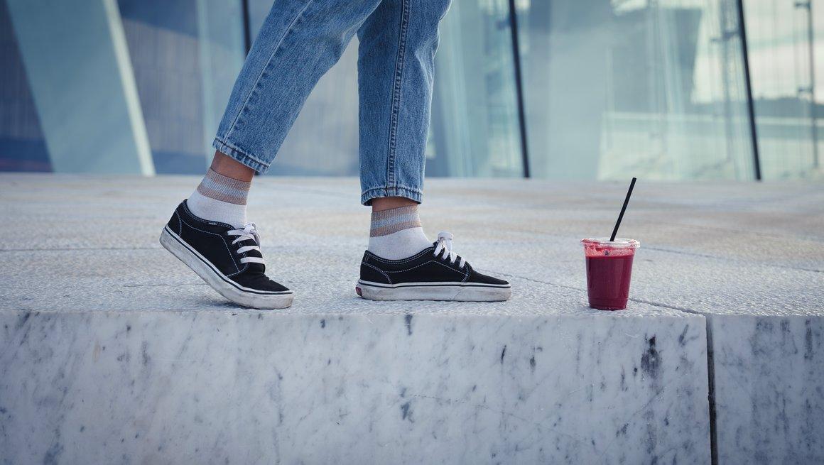 Ungdom med smoothie