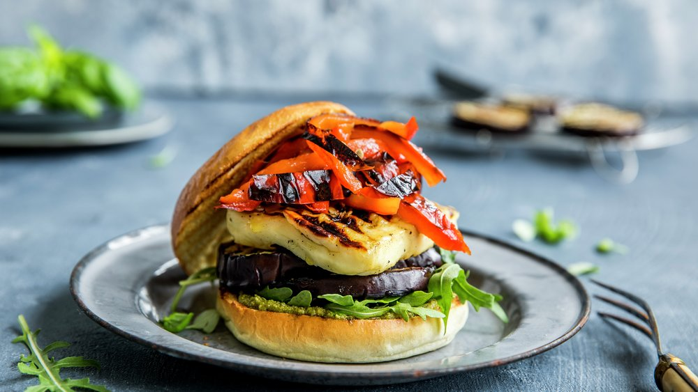 Vegetarburger med halloumi og aubergine