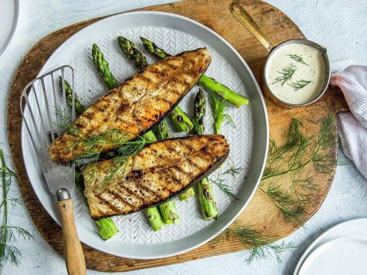 Grillet kveite med asparges
