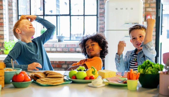 MatStart - Barn smører matpakke