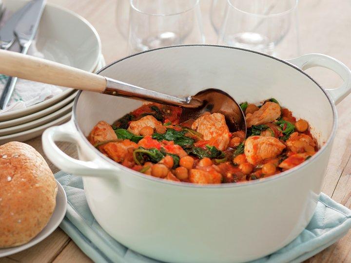 Kyllinggryte med kikerter, tomat og spinat