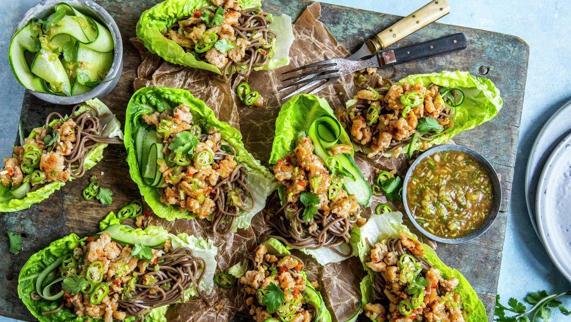 Hot kyllingkjøttdeig i salatblader alternativ 2