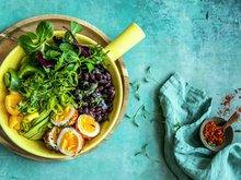 Bønnesalat med krydrede egg