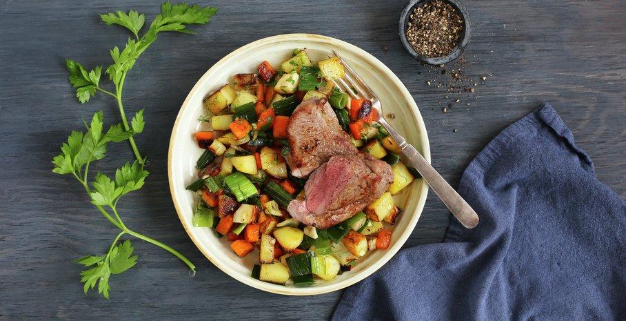 Lammebiff med urtestekte grønnsaker