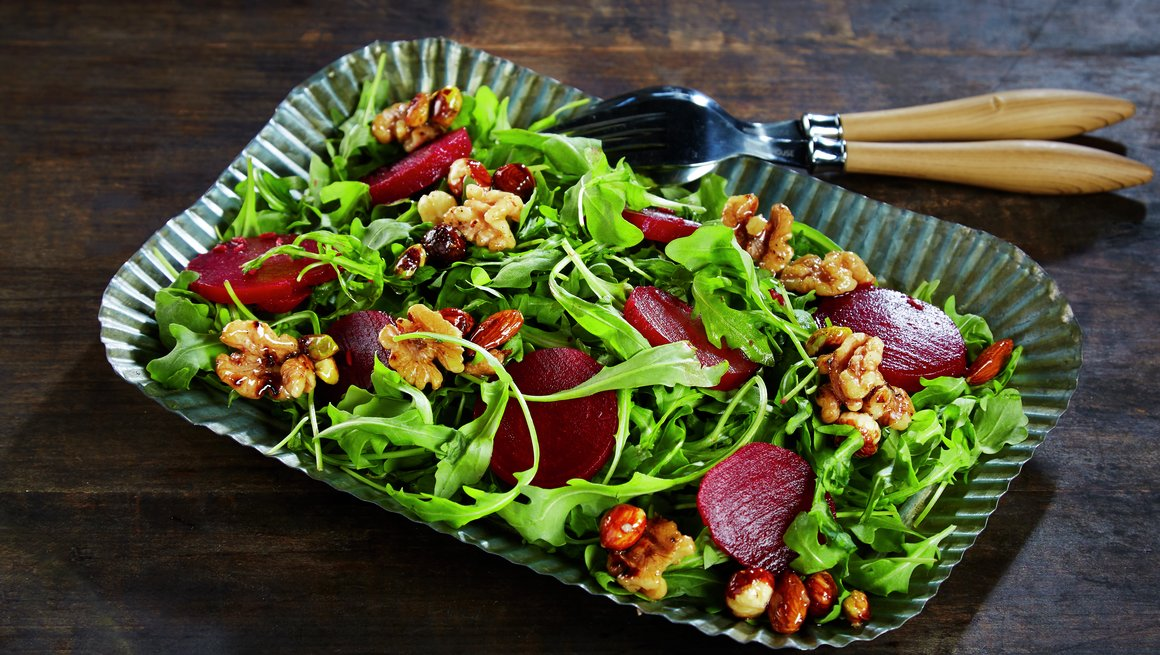 Salat med rødbeter og honningnøtter