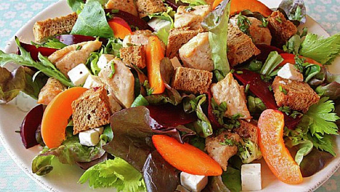Varm-kyllingsalat-med-rodbete-og-fetaost-3595-12