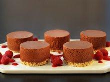 Sjokolademoussekake med havrebunn