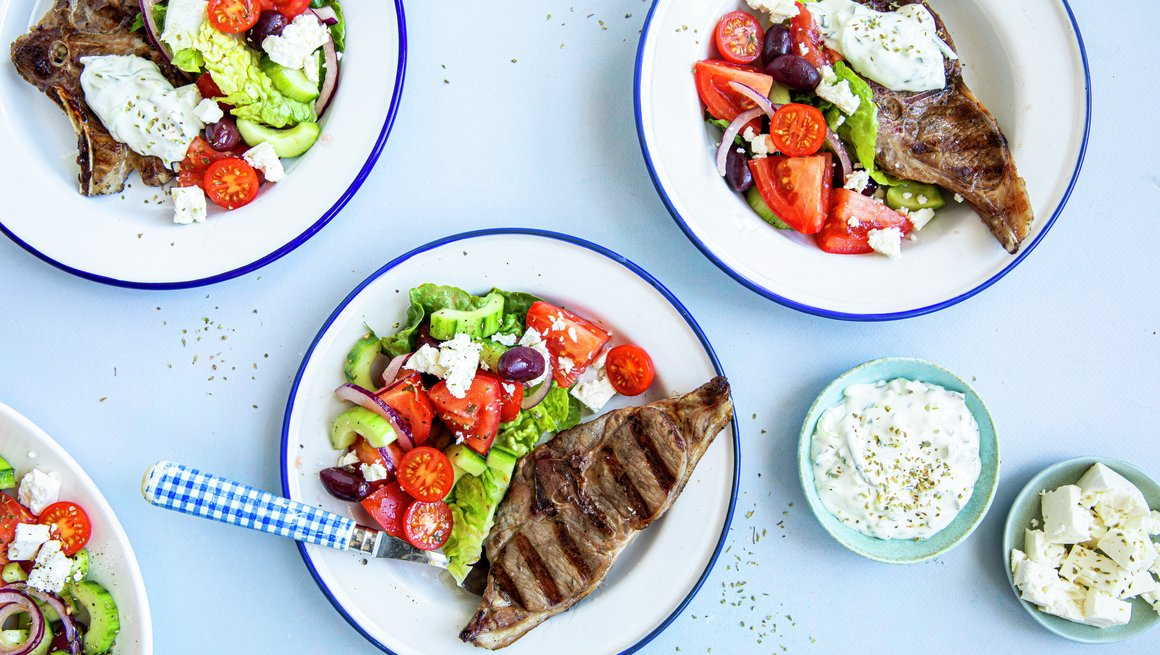 Lammekoteletter med gresk salat