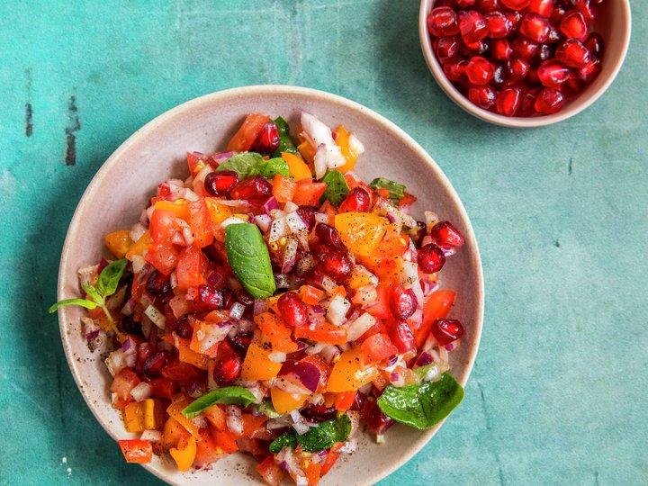 Tomat- og granateplesalat