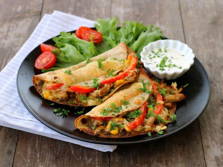 Quededilla med kylling og pesto