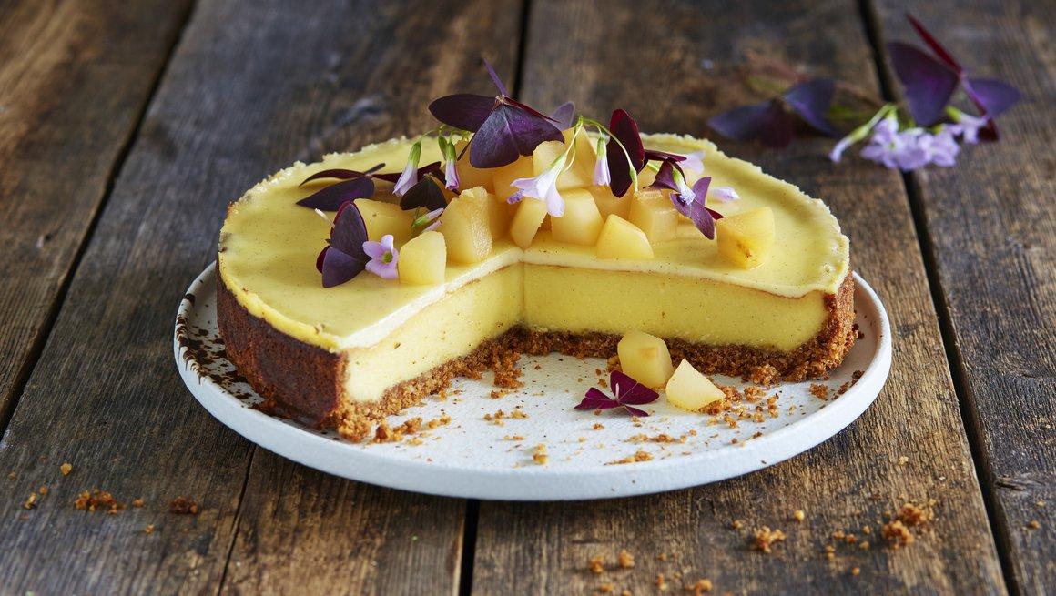 Ostekake med chévre og posjert pære