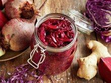 Rød sauerkraut med rødbete