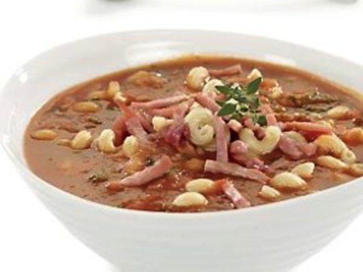 Tomatsuppe med skinke og fullkornspasta