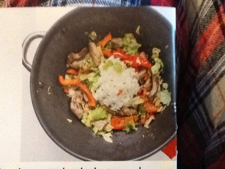 Nakkekoteletter m. wokede grønnsaker, sesamfrø og soyadressing