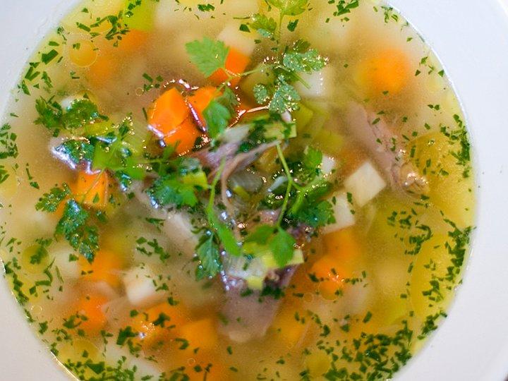 Kjøttsuppe med grønnsaker