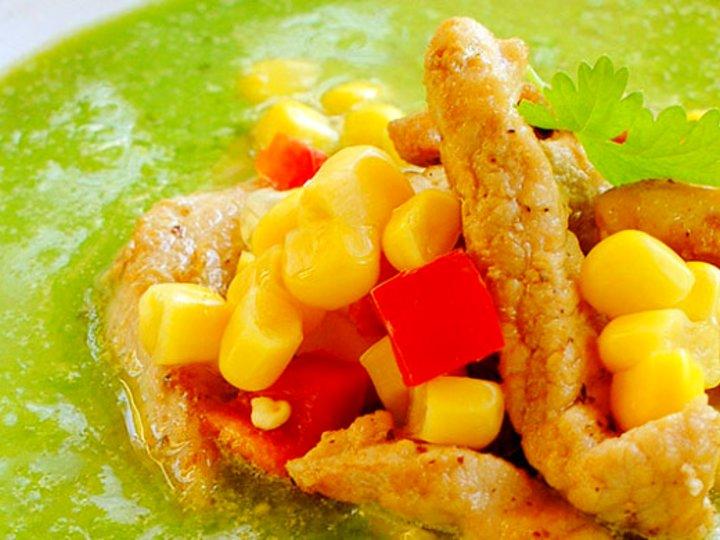 Grønn suppe med svinekjøtt