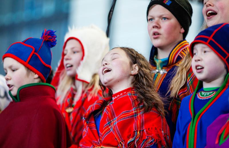 Syngede samiske barn