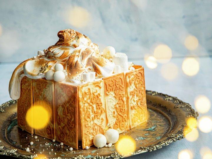 Iskake med julekaker og marengs