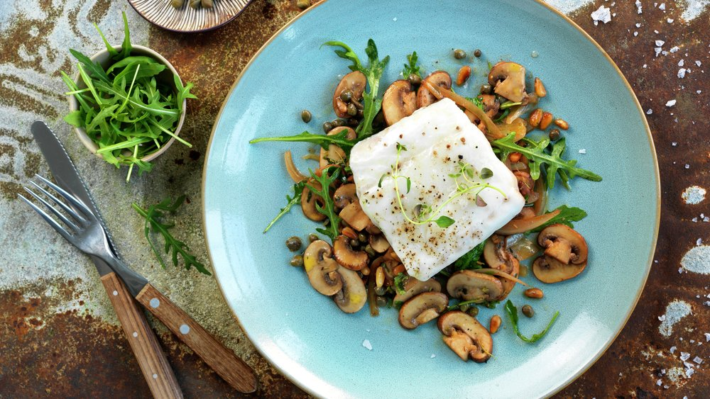Ovnsbakt torsk med varm soppsalat