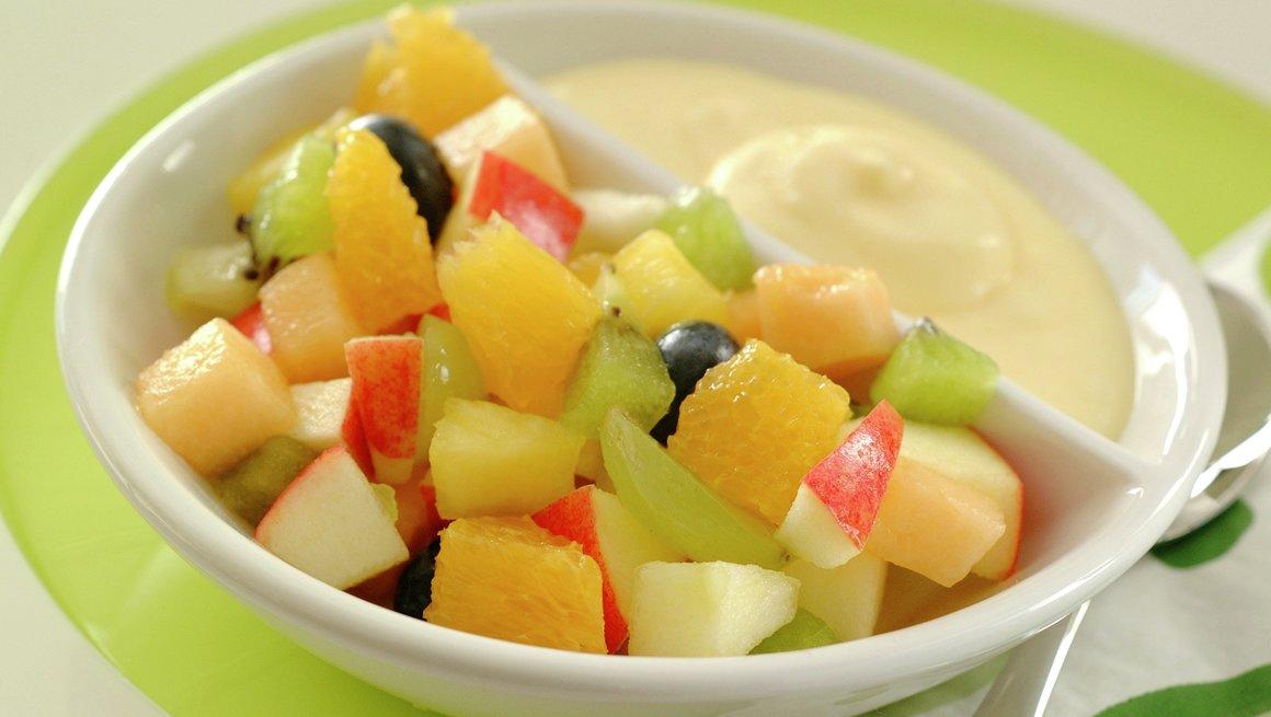 Fruktsalat med råkrem