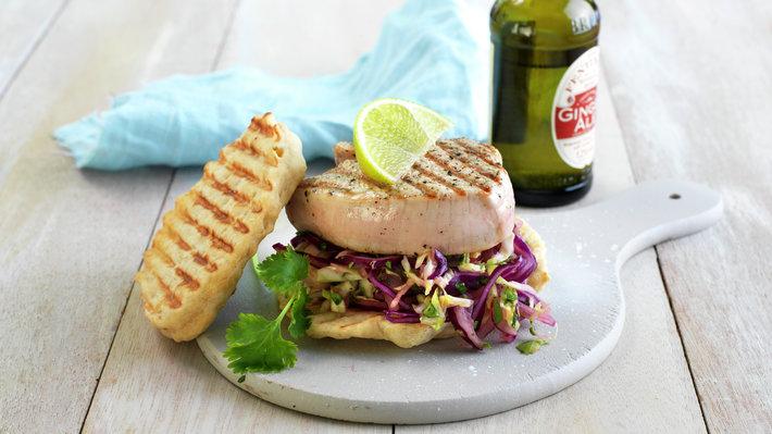 Grillet kalkunburger med asiatisk kålsalat