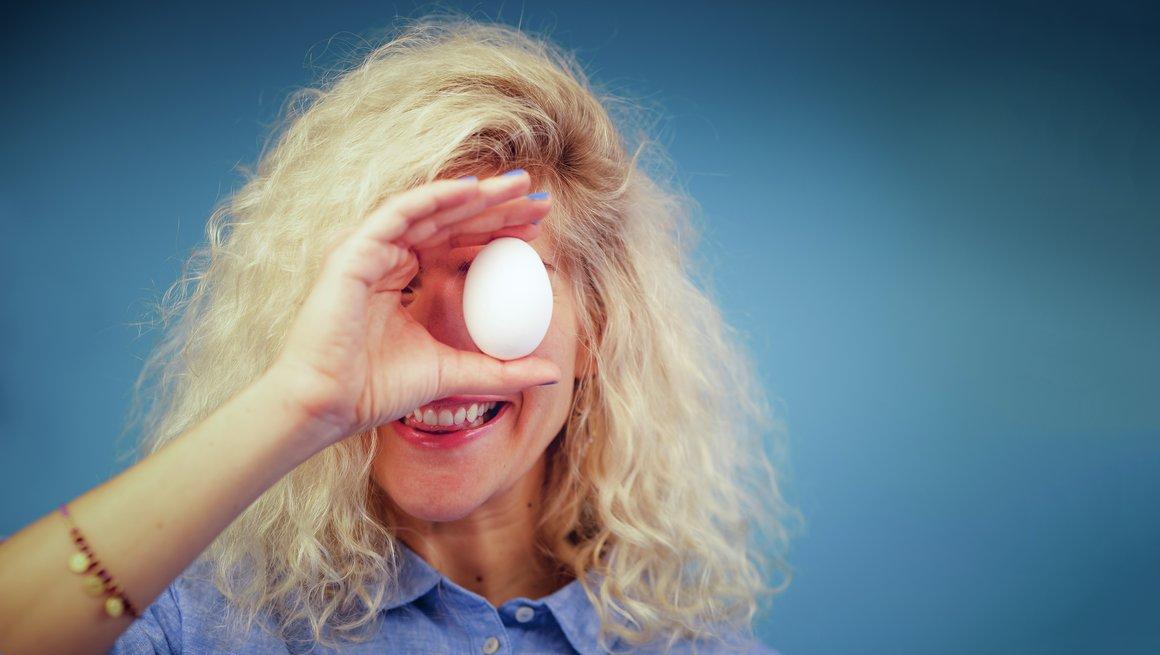 Jente med egg