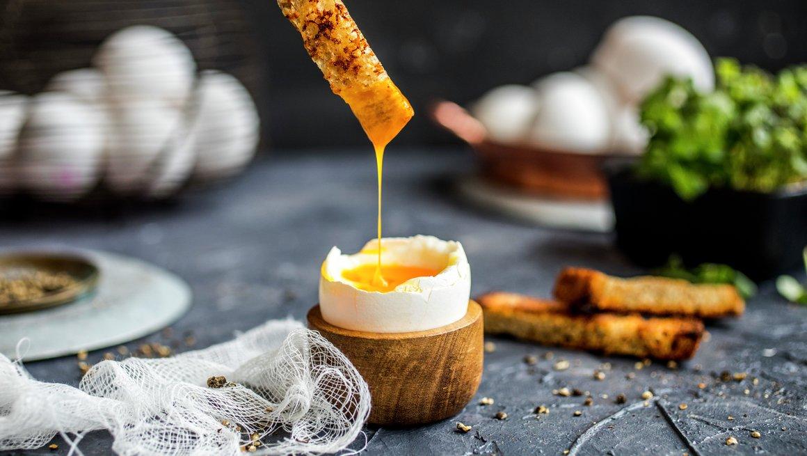bløtkokt egg med ristet brød