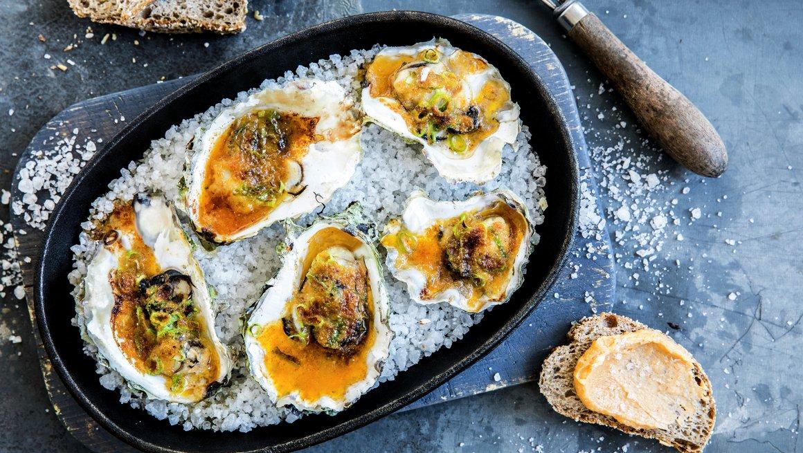 Grillet østers med akevittsmør