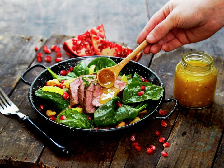 Lam mørbrad i spinatsalat