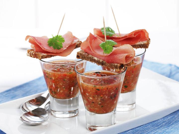 Gazpacho med toast og spekeskinke