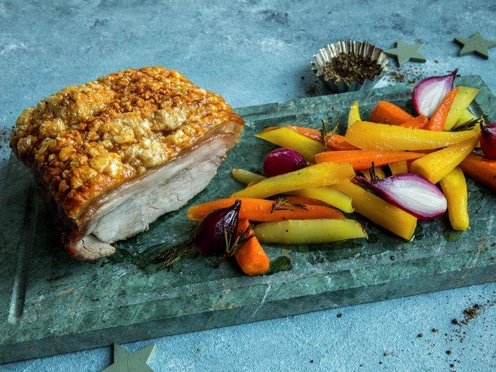 Svinekam med ovnsbakte gulrøtter