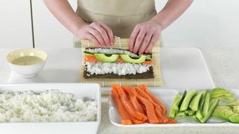 Maki med laks og agurk