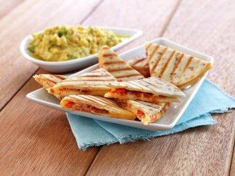 Grillet quesadilla med chorizo og cheddar