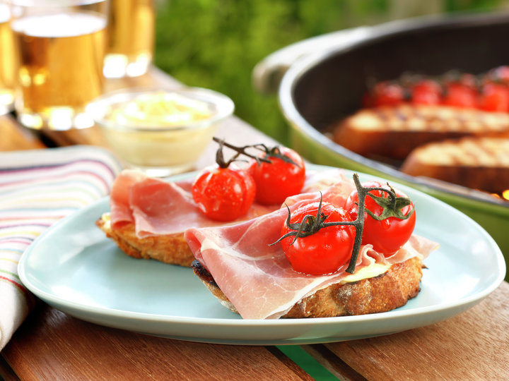 Grillet bruschetta med spekesksinke og tomat