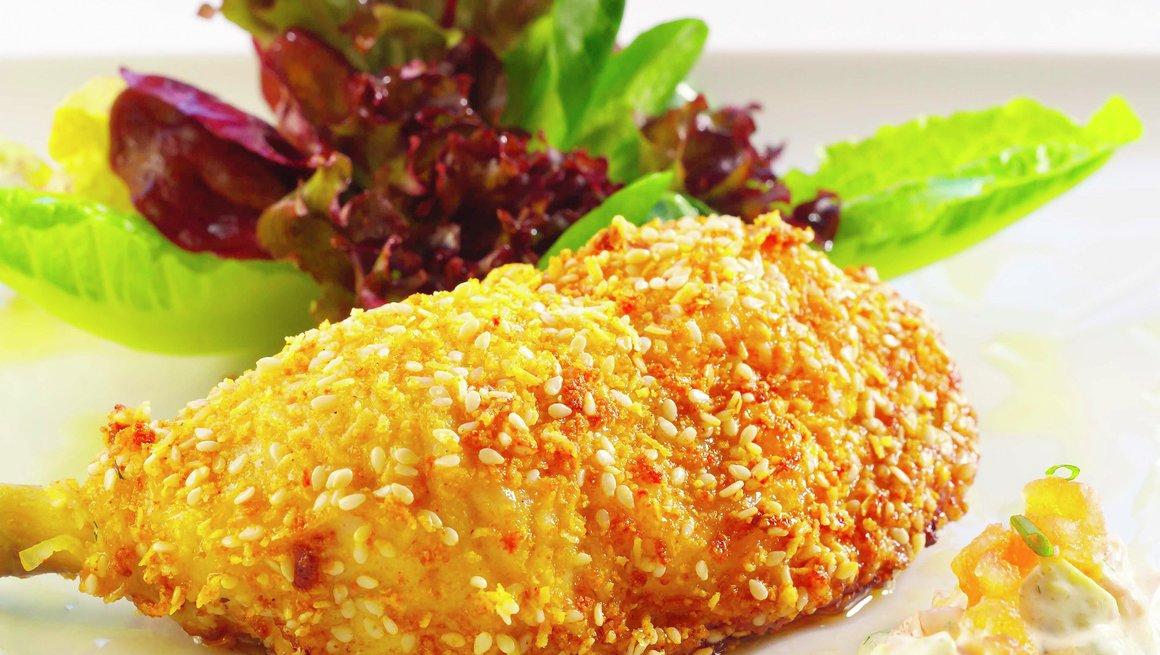 Sesampanerte kyllinglår med avokadosalat