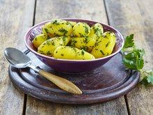 Smørstekte mandelpoteter med urter