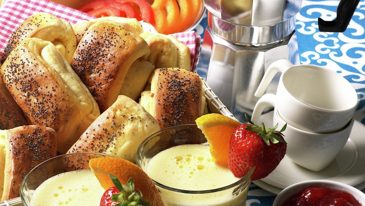 Morgendrikk, bløtkokt egg og tebriks