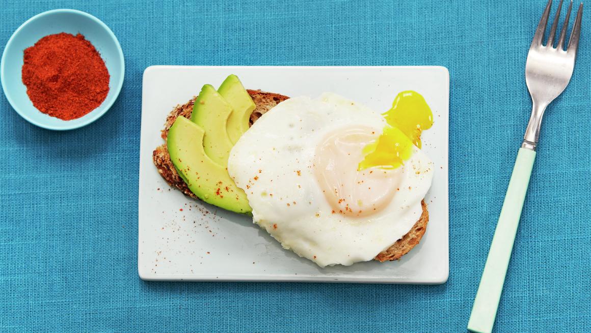 Raske egg med avokado