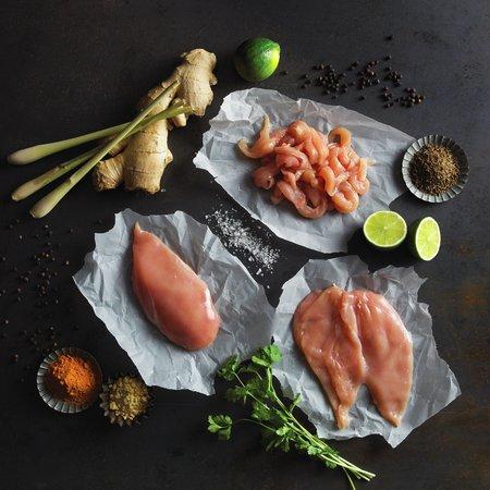Råvarebilde kyllingfilet i skiver og kyllingfilet i strimler